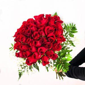 Ramo de 50 rosas a domicilio en Madrid.